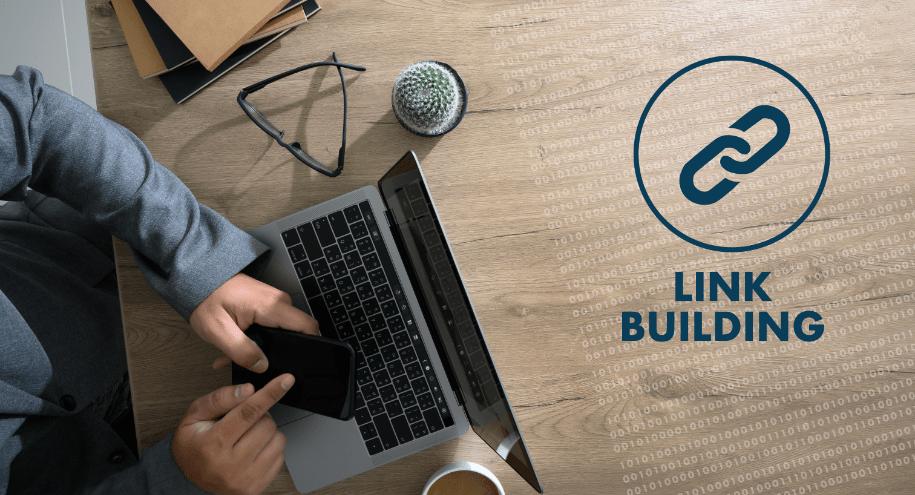 Digital Marketer doing Link Building
